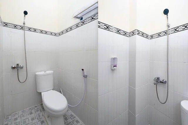Santana-Guest-House-Bathroom