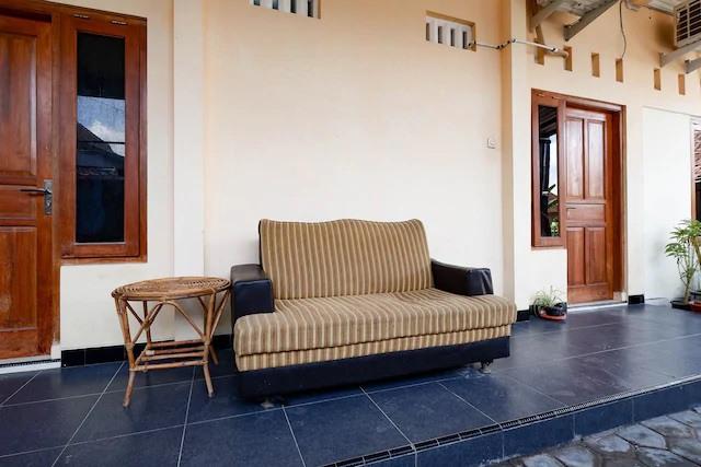 Santana-Guest-House-Lobby-1