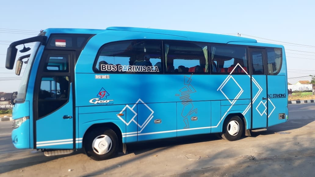 Sewa Bus Medium di Solo