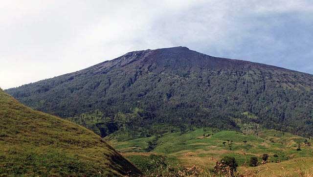 Santana Rental Mobil Solo - Pesona Keindahan Lereng Gunung Rinjani Lombok Timur