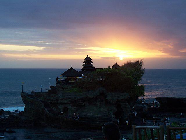 Santana Rental Mobil Solo - Destinasi Wisata Tanah Lot Bali