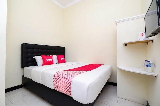 Memilih Tempat Penginapan Solo - Santana Guest House Room 1
