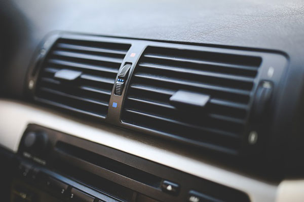 Tips Cara Menjaga AC Mobil agar tetap Dingin